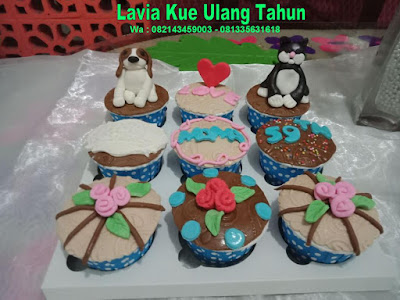 Cupcake 3d karakter Anjing dan Kucing bersahabat
