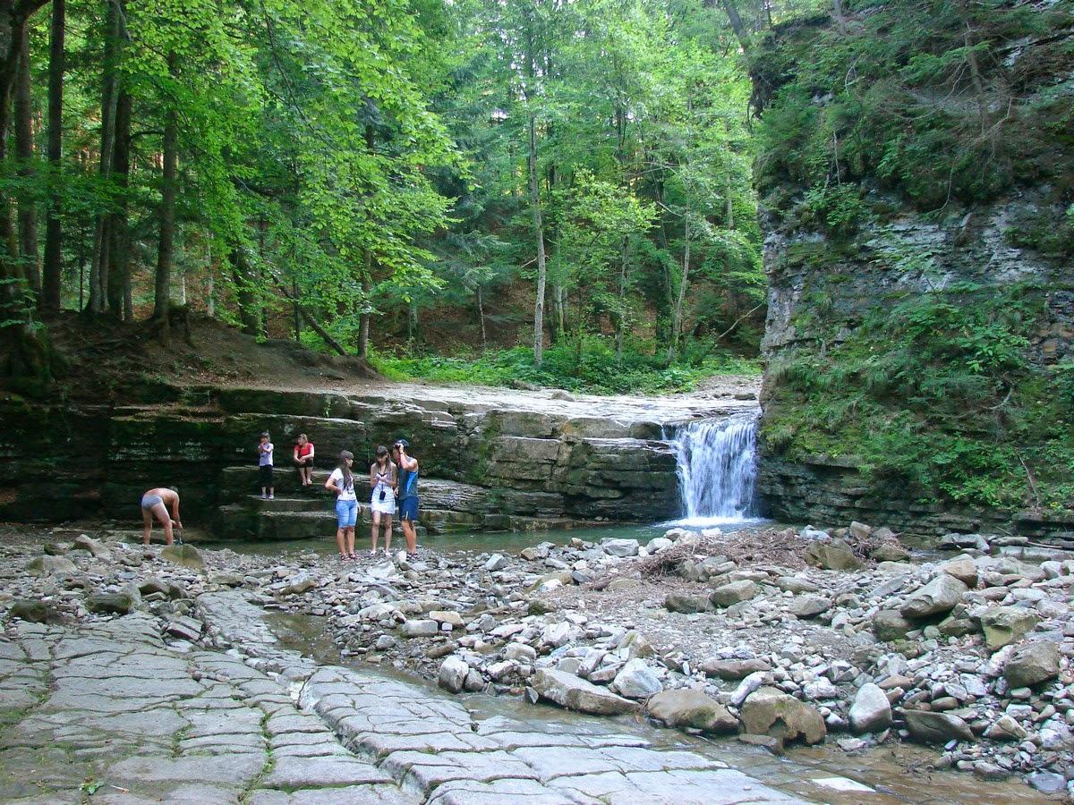 Пороги и водопадики выше Манявского водопада