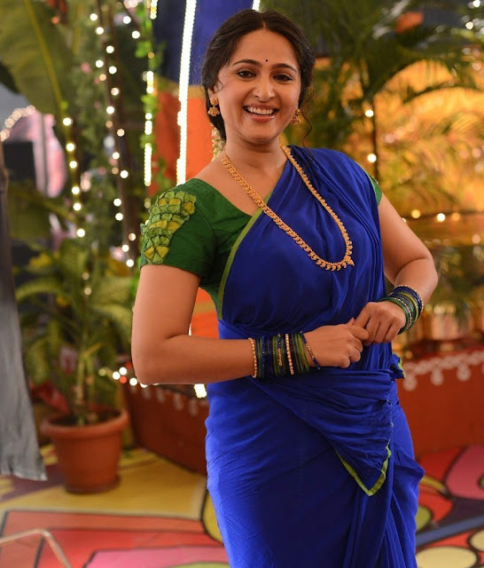 Anushka Shetty New Pos In Blue Saree (4).jpg
