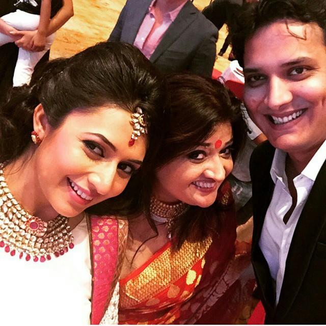 divyanka is looking so gorgeous.😍😍😍 thank you @sweetlywalia for the selfie😘😘😘 . . . @divyankatripathi @sweetlywalia ( baby di v z , y m , yeh hai mohabbatein , love , beautiful , marvel lous , acting , serial , star plus , indian serial , ishita , is hima , jha n si kiran i , mrs raman bhalla , divyanka , divyanka tripathi , breath taking , stunning , dt , tripathi , we love karan divyanka , queen divyanka , queen of telly wood , kp kisha adi ,), Divyanka Tripathi Pics from Karan Patel's Wedding