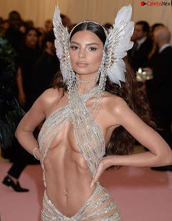 Emily Ratajkowski Expising her beautiful  at 2019 MET Gala in NYC .xyz Exclusive Pics 02