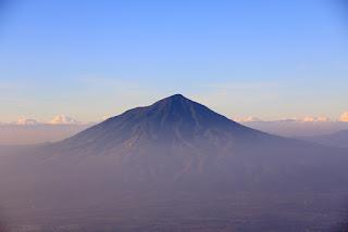 Beberapa Alternatif Jalur Pendakian Gunung Cikuray Dari Jakarta