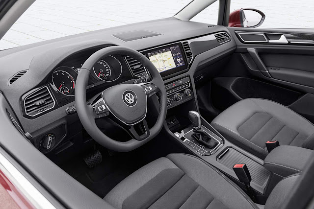 VW Golf Sportsvan 2018 - interior