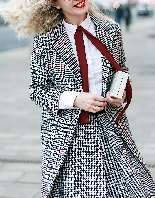 Margarita_Maslova_Ritalifestyle_Fashion_blogger_Moscow_blac_white_print_skirt_marc_jacobs_red_lips_charlotte_olimpia_