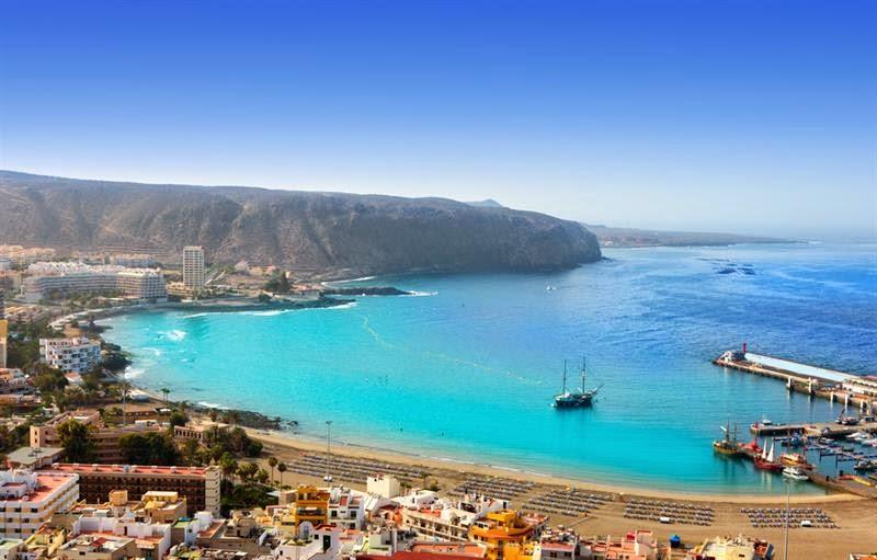 La Playa de los Cristianos en el sur de la isla de Tenerife