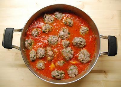 boulettes de viande dans une sauce tomate