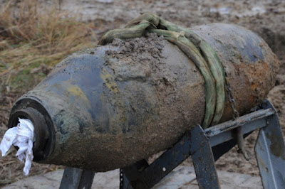 germany defuses ww2 bomb construction