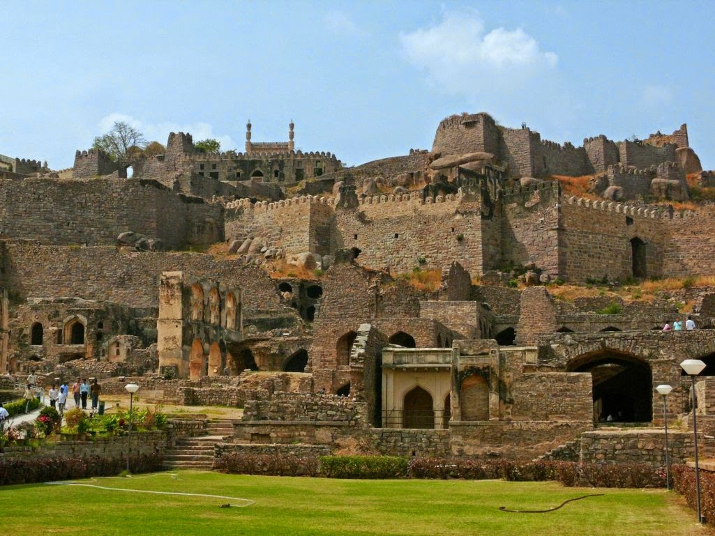 short essay on golconda fort in telugu