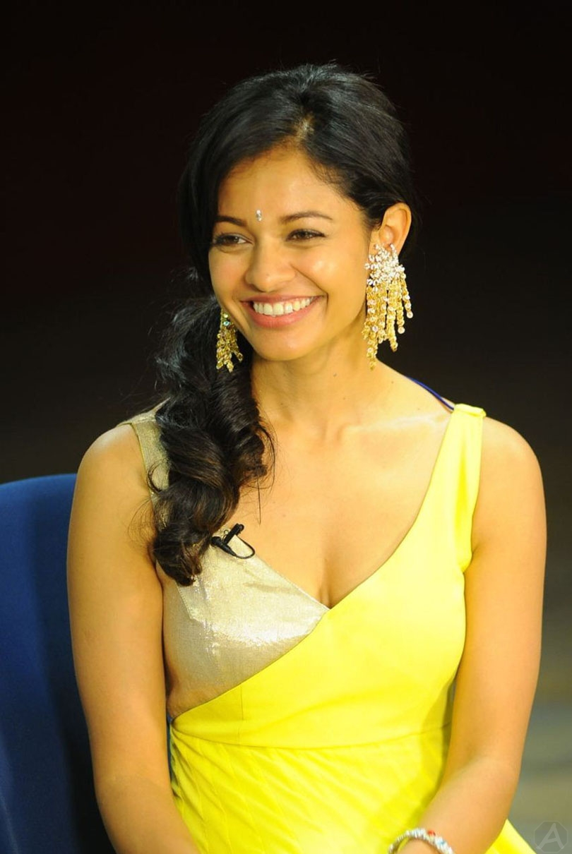Vishwaroopam movie actress pooja kumar hot  pics