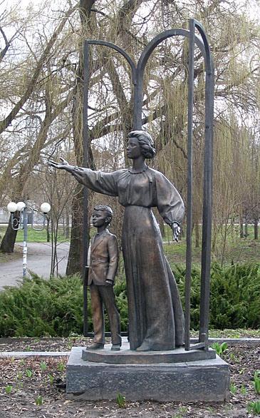 Памятник Роза из двух видов гранита Торопец Мраморный голубь Жуковка