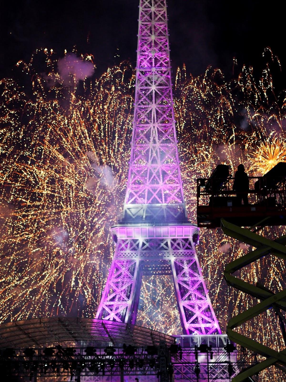 nice atentát 14 juillet paříž eiffelovka ohňostroj