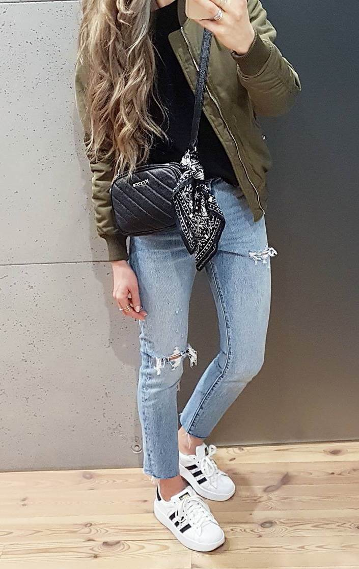 comfy fall outfit / khaki bomber jacket + rips + sneakers + black bag + top