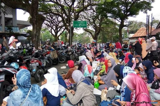 Masjid Istiqomah Bandung Dibanjiri Jamaah UAS