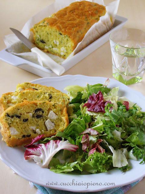 Bolo de queijo e azeitona
