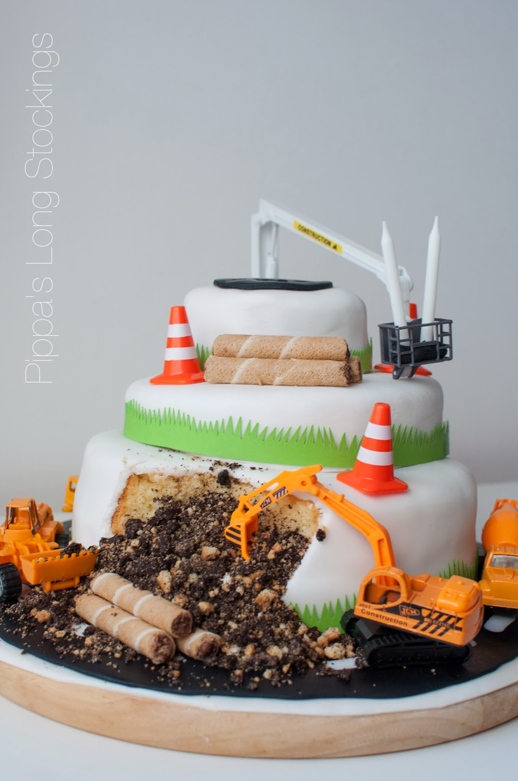 Pippa S Long Stockings How I Made My Digger Cake