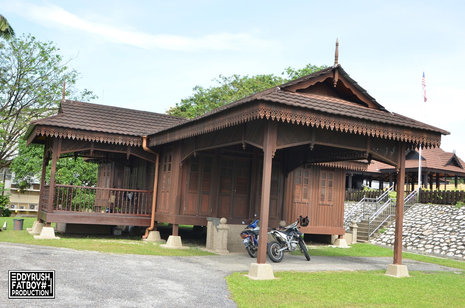 Dapor Warisan Is A Restaurant That Serves Taste Buds Of Village Atmosphere In The Heart Johor Bahru Heritage Drafts Offers Selection Traditional