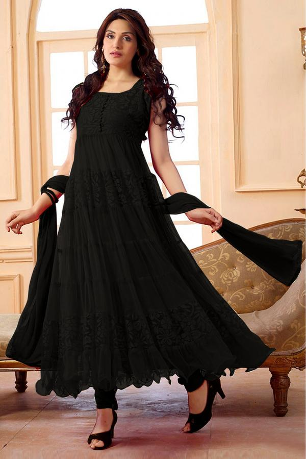 Stylish Girls DP in Salwar Kameez