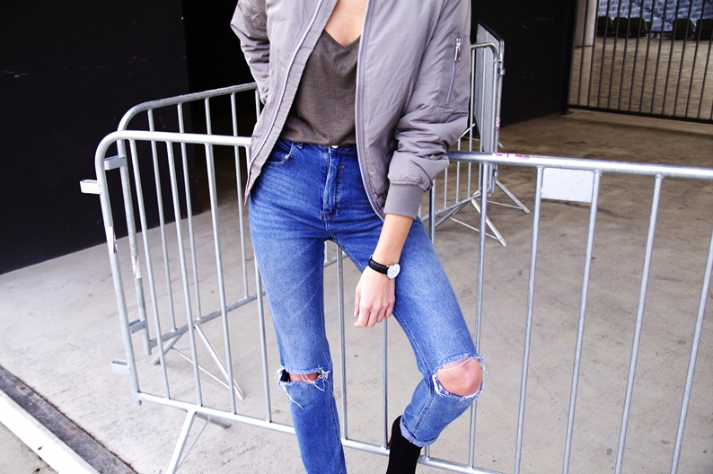 daniel wellington watch, asos mom jeans, ripped jeans outifit