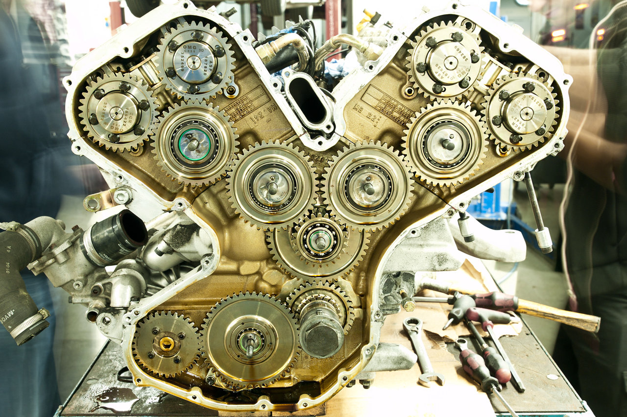 daily timewaster Ferrari Enzo Engine Camshaft and oil pump drive