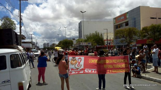 Protestos contra reformas trabalhista e da previdência são realizados em Santa Cruz
