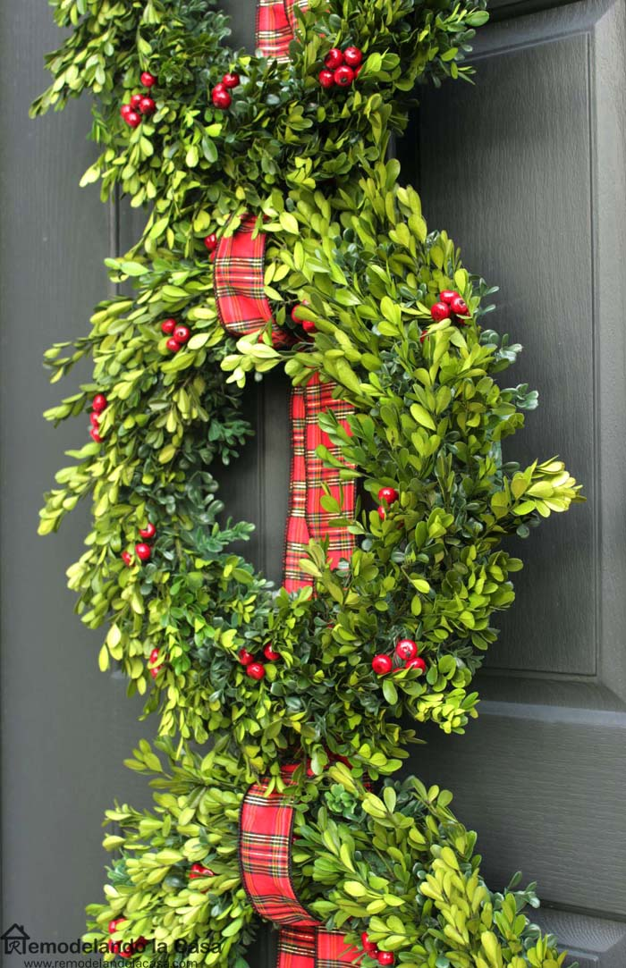 Christmas front porch with boxwood wreath trio remodelando la casa the home depot workshops solutioingenieria Image collections