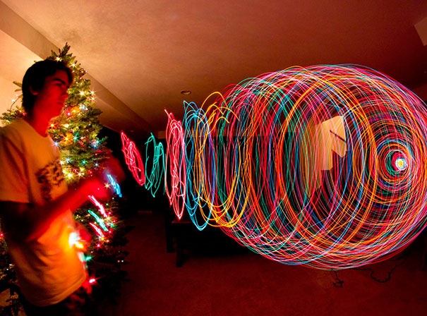 15+ Pics That Show Photography Is The Biggest Lie Ever - A Long-Exposure Picture While Zooming Out