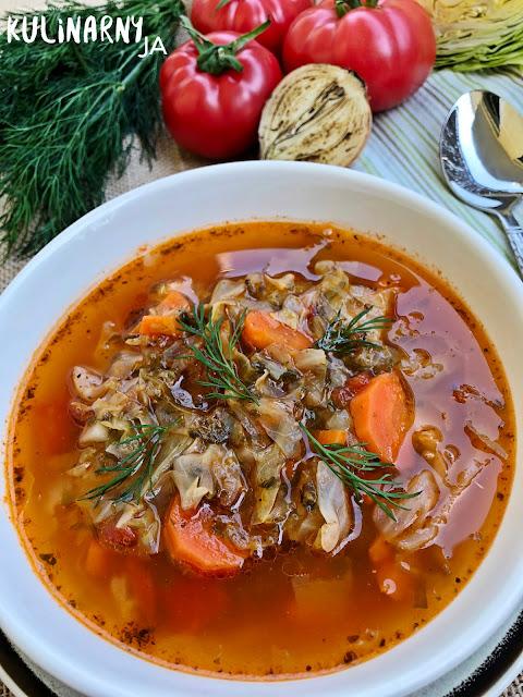 Zupa z młodej kapusty ze szczawiem i pomidorami