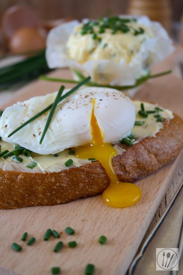 Röstbrot mit pochiertem Ei