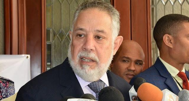Un gran revuelo mediático y en las redes sociales han causado las declaraciones del empresario Campos de Moya en la que apoya una  posible reelección del presidente de la República,  Danilo Medina.