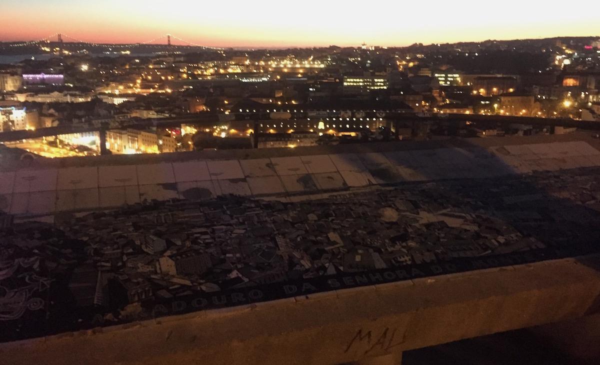 Miradouro da senhora do monte nacht night view lisbon Blick Aussicht Lissabon Rooftop Castelo Brücke