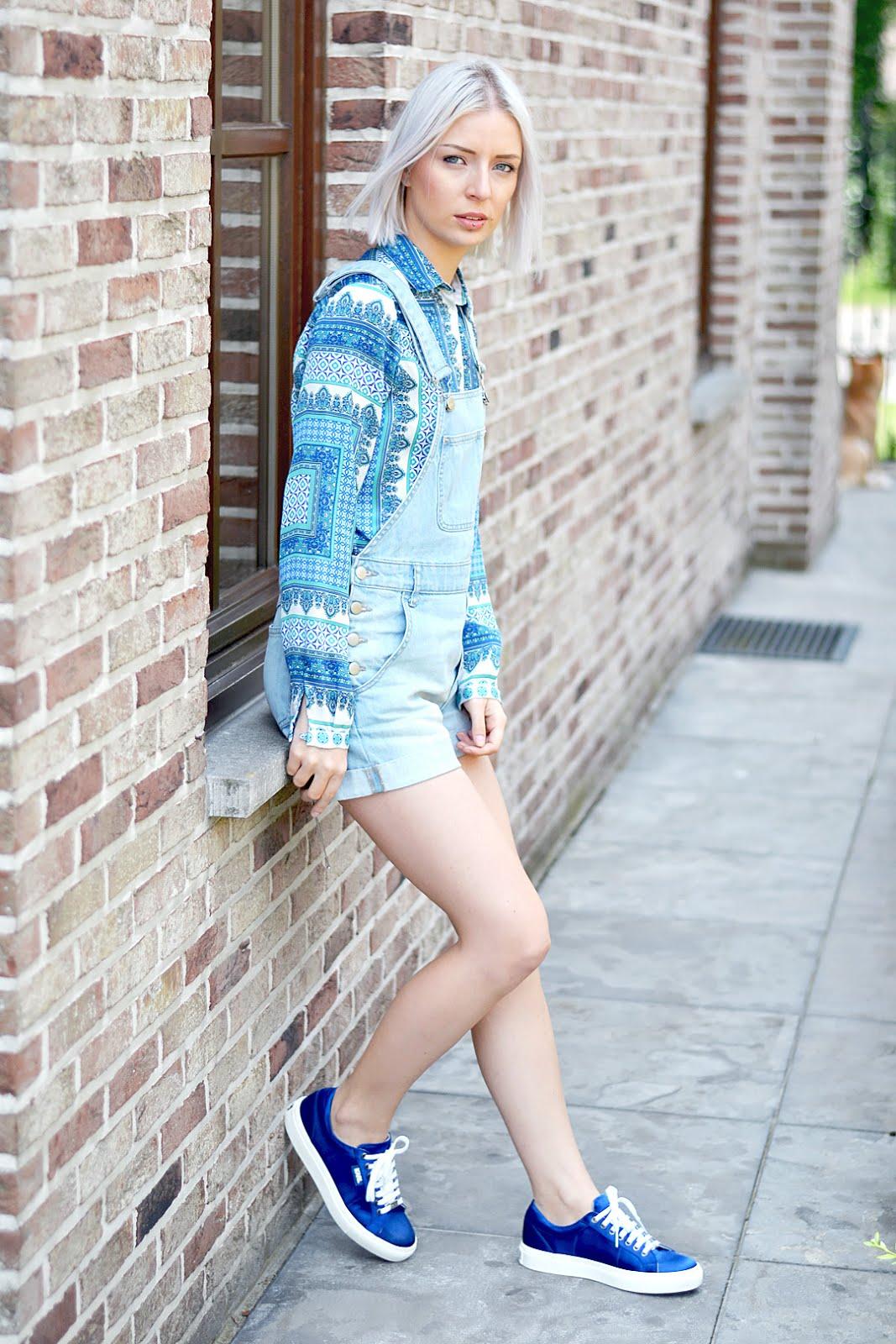 Denim dungarees, monki, paisley print blue, karl lagerfeld sneakers, belgian blogger, belgische mode blogger, street style