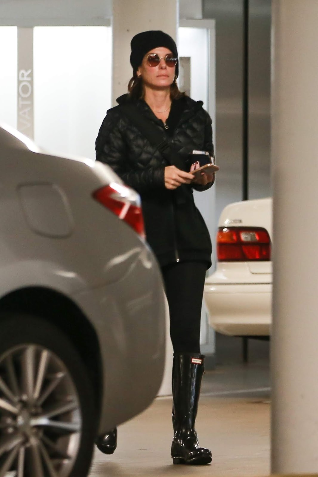 Sandra Bullock heads to a rainy day meeting in Los Angeles - 01/15/2019
