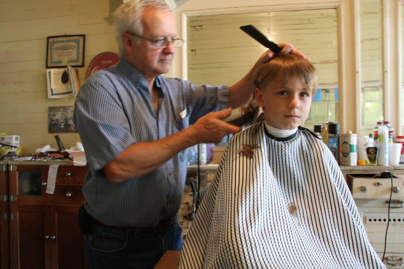 11+ New Woman Getting Haircut In Barbershop