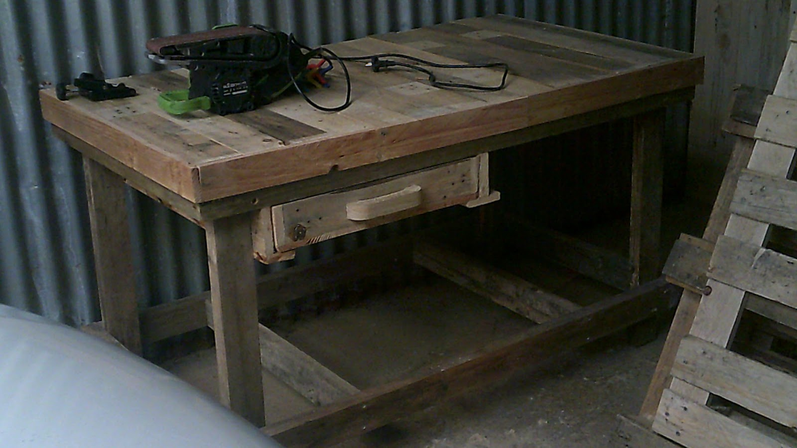 Fabrication de meuble en bois avec des palette en bois - Fabrication de meuble en palette ...