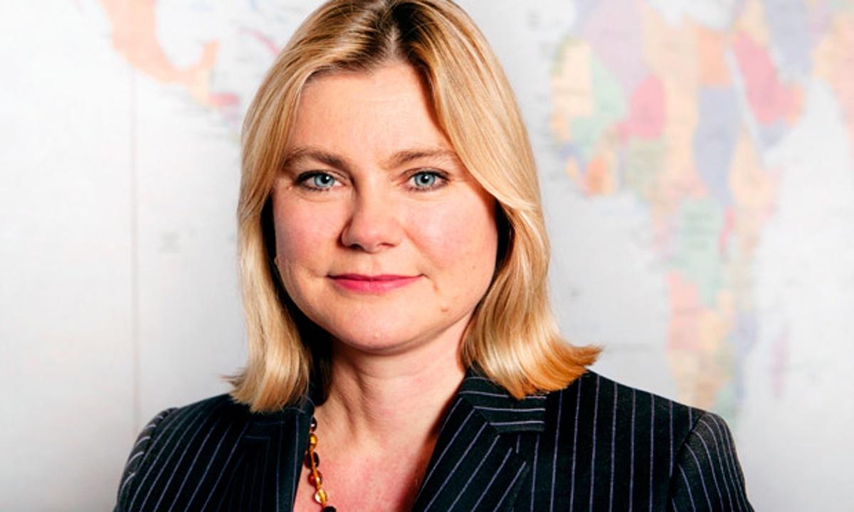 Pela internet, ministra britânica assume ser lésbica em dia de Parada LGBT