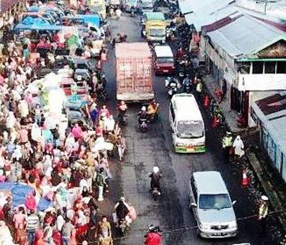 Pedagang danPengendara Ditertibkan Suasana Lalu Lintas di Koto Baru Makin Lancar