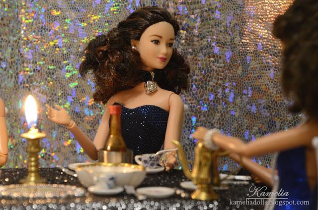 Suknia wieczorowa dla lalki Barbie.