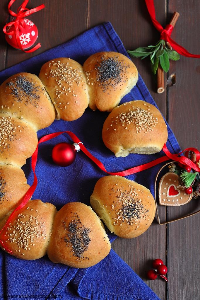 Ghirlanda natalizia di pasta brioche