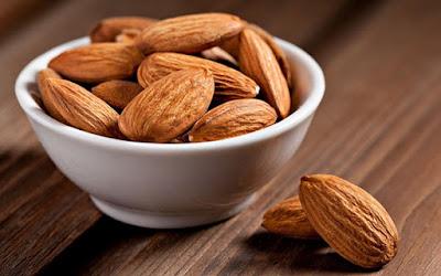 أغذية لتقوية النظر  Almond