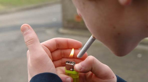 Η περιέργεια ωθεί τους ανήλικους στο κάπνισμα