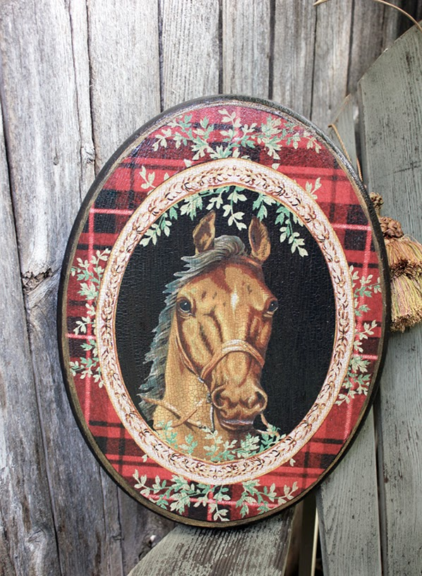 http://www.robinkingdesigns.com/item_394/Horse-Plaque-Red-Plaid.htm