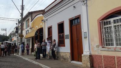"Fachada da casa da Família Valente, onde é servido o ""Fecha Corpo""."