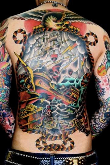 Tato Keren Pria di punggung gambar bajak laut Terbaru