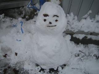 休憩中の合間に作った雪だるま