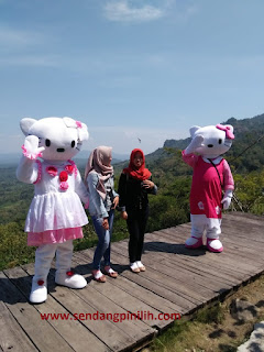 selfie-bersama-hello-kitty