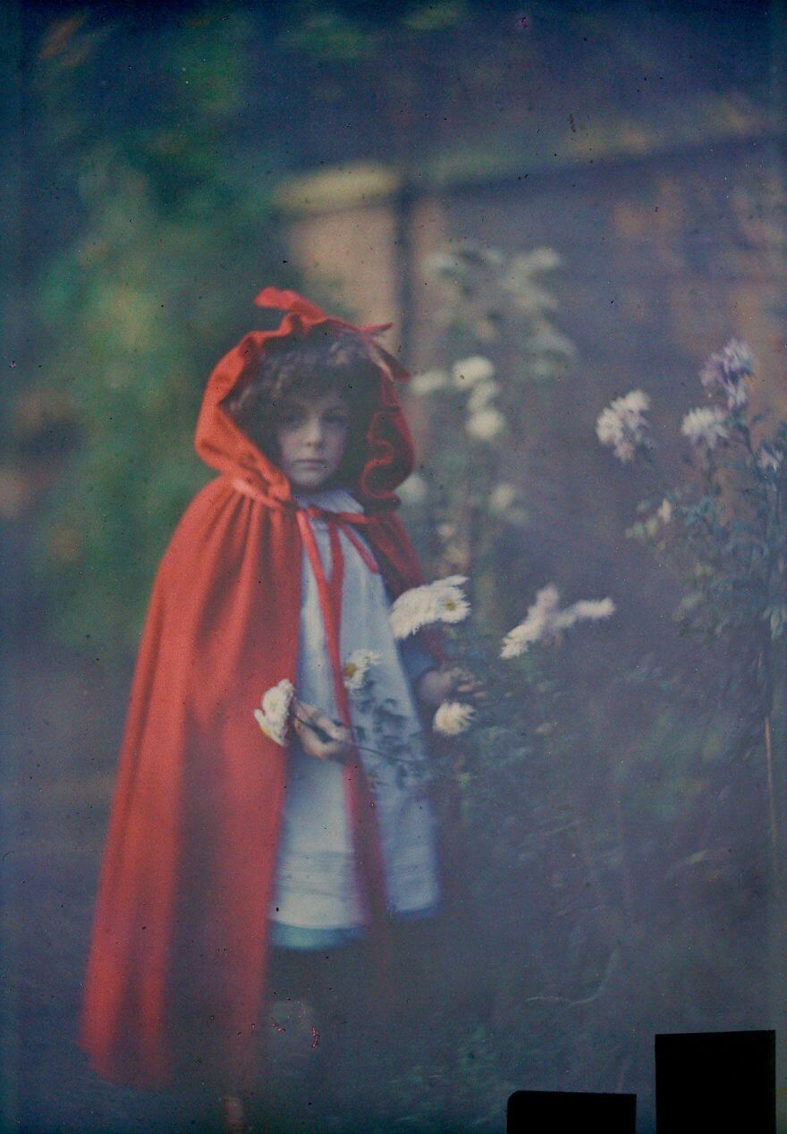 40 Old Color Pictures Show Our World A Century Ago - Joan In Red Riding Hood Cape With Basket, 1907
