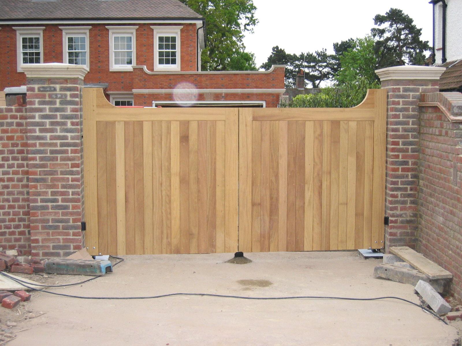 outside house decorations wooden gate designs ideas. Black Bedroom Furniture Sets. Home Design Ideas
