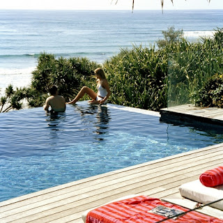 Lots of vacation home rentals have access to a pool.