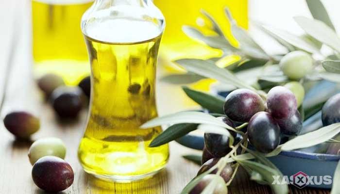 Cara membersihkan kotoran telinga dengan minyak zaitun