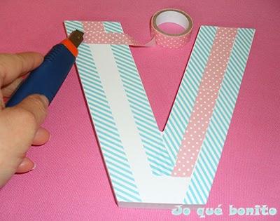 Letra V decorada con washi tape